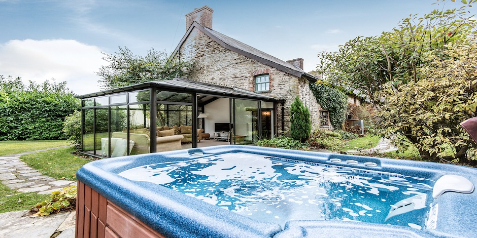 Farmhouse hot tub