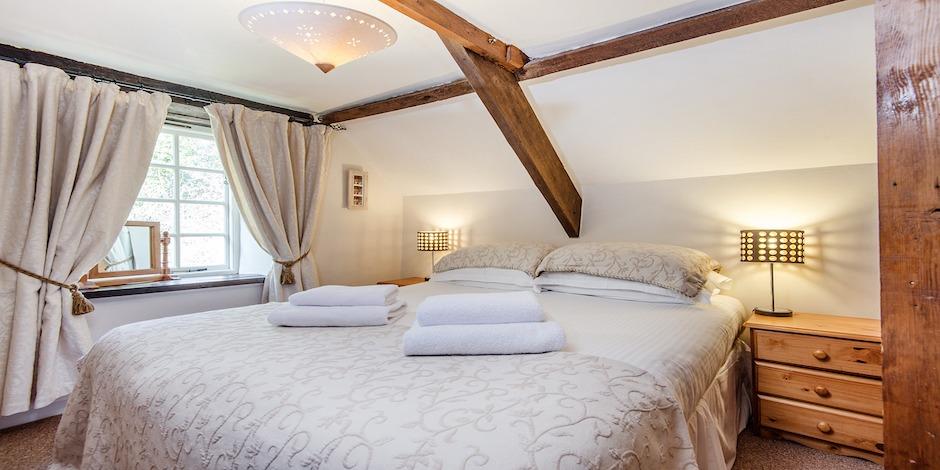 Foxglove's cosy bedroom