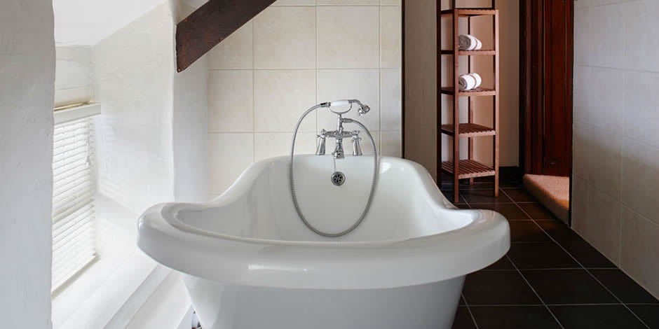 Lie back and relax in Ivy's wonderful slipper bath