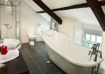 Ivy Cottage - luxurious slipper bath