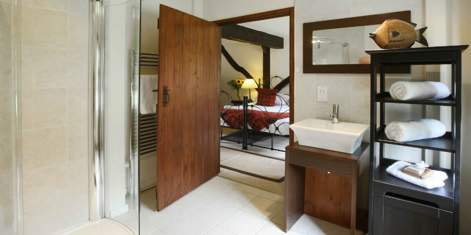 Tansy's downstairs ensuite shower room