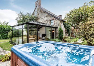 Farmhouse Hot Tub Large